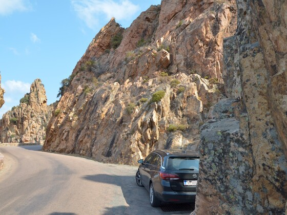 Astra auf Korsika Bergstraßen