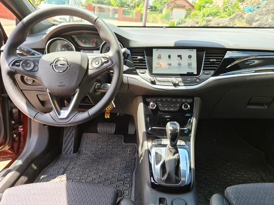 Opel Astra Innovation mit grossen Navi und Automatik